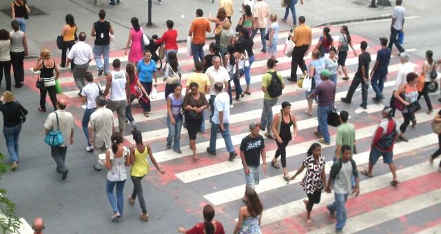 Praça%207_Belo%20Horizonte_pessoas%20atravessando%20a%20rua_jpg