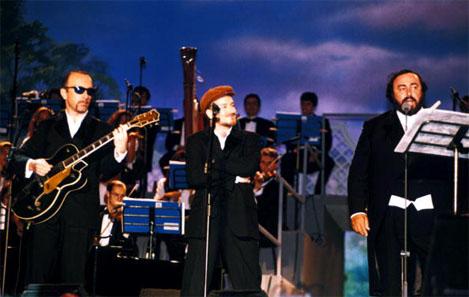 montagem de pavarotti e amigos