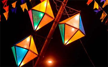 montagem de balões de festa jnina foto iQuilibrio